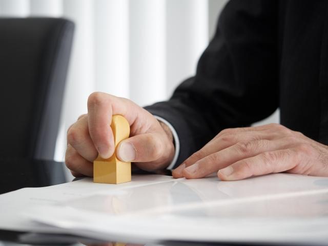 捺印で出社は不要!リモートワークに欠かせない電子印鑑とは? ~法的に有効で法人登記もできる~